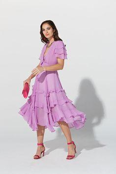 63e6b0aa8 Vestido midi de la Colección Primavera Verano 2019 de TERIA YABAR en gasa  fluida con cuello