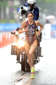 Favorite Elite Photos: Gwen Jorgensen on the run at ITU World Triathlon Yokohama. Photo by Janos Schmidt/ITU #triatlon #triathlon