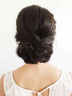 Low bridal bun, low bun, romantic hairstyles, wedding hairstyles