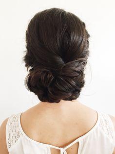 Low bridal bun, low bun, romantic hairstyles, wedding hairstyles
