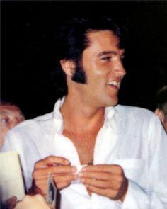 {*Elvis's Gorgeous Smile again :) looks like he got a little note again :)