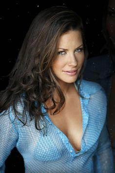 Evangeline Lilly...dang I wanna look like this chick