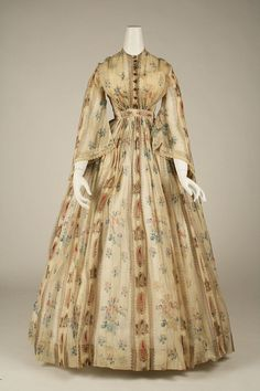 Dress ca. 1856 via The Costume Institute of the Metropolitan Museum of Art Victorian Gown, Victorian Fashion, Rococo Fashion, Edwardian Style, Victorian Gothic, Steampunk Fashion, Gothic Lolita, Gothic Fashion, Carnival Dress