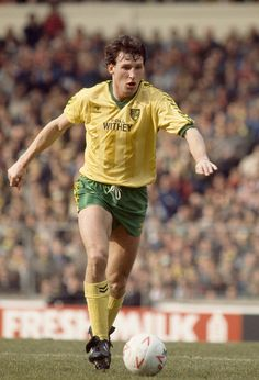 Dave Watson of Norwich City in action during the Milk Cup Final between Norwich City and Sunderland at Wembley Stadium on March 1985 in London, England. Get premium, high resolution news photos at Getty Images Soccer Guys, Football Soccer, Football Shirts, Dave Watson, Norwich City Fc, Everton Fc, Wembley Stadium, Milk Cup, Football Program