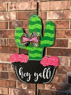 Ideas door hangers wooden cactus for 2019 Letter Door Hangers, Burlap Door Hangers, Teacher Door Hangers, Front Door Colors, Front Door Decor, Cactus Decor, Door Hanger Printing, Spring Door, Spring Summer