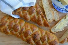 Flettebrød med honning I Challah with honey Norwegian Food, Challah, Good Food, Food And Drink, Honey, Pizza, Bread, Recipes, Rezepte