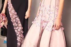 En backstage du défilé haute-couture Christian Dior printemps-été 2013