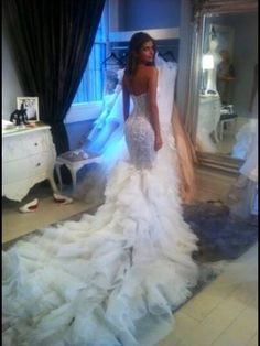 I'm never getting married, but if I did I would wear this.
