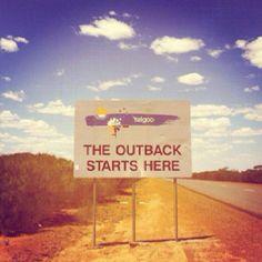 Als Outback werden australische Regionen bezeichnet, die fernab der Zivilisation…