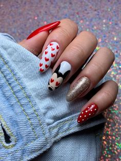 Gel-Valentine's-Nails Charming Valentine's Day Nail Art Designs Red And White Nails, Hot Pink Nails, Red Nails, Love Nails, How To Do Nails, Hair And Nails, Heart Nail Designs, Pink Nail Designs, Nails Design
