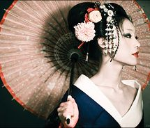 Geisha - Fiona Graham, caucasian Geisha as of Beautiful, smart and brave enough to immerse herself in a completely different culture. Inspiration much? Art Geisha, Geisha Makeup, Japanese Culture, Japanese Art, Japanese Style, Japanese Kimono, Japanese Beauty, Asian Beauty, Japonese Girl