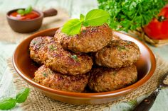 Juicy delicious cutlets with oatmeal. Superfood, Healthy Breakfast Recipes, Healthy Recipes, How To Make Oats, Cutlets Recipes, Bulgarian Recipes, Indian Breakfast, Appetizer Salads, Fruit