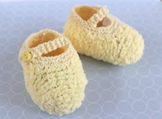 Fluffy Baby Booties Yellow Crib Shoes Lemon Baby by Pinknitting Baby Booties, Baby Shoes, Knit Shoes, Yarn Sizes, Baby Slippers, Baby Feet, Baby & Toddler Clothing, Cool Baby Stuff, Baby Knitting