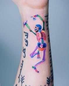 Crazy Tattoo Ideas - tatoo feminina, tatoo feminina delicada, tatoo feminina b Weird Tattoos, Small Tattoos, Tatoos, Tatuajes Tattoos, Bright Tattoos, Sweet Tattoos, Forearm Tattoos, Body Art Tattoos, Makeup Tattoos