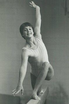 Gymnastics Pictures, Sport Gymnastics, Nadia Comaneci Perfect 10, Gymnastics Photography, Female Gymnast, Namaste Yoga, Female Poses, Track And Field, Olympians