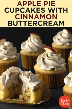 Apple Pie Cupcakes with Cinnamon Buttercream Apfelkuchen Cupcakes mit Zimt Buttercreme Apple Recipes, Baking Recipes, Dessert Recipes, Cool Cupcake Recipes, Fall Recipes, Fall Desserts, Delicious Desserts, Yummy Food, Potluck Desserts