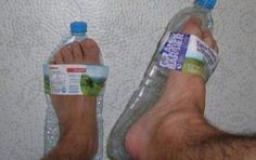 DIY gadgets: DIY: Sandals for the Beach Made of Plastic Bottles Plastic Bottle Crafts, Plastic Bottles, Water Bottles, Recycled Bottles, Soda Bottles, Lifehacks, 25 Life Hacks, Performance Marketing, Plastic Beach