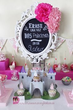 Siempre he querido decorar una fiesta de princesas  como la que os enseño hoy. La ocasión requería que fuese muy, muy especial, para que la... Candy Bar Princesas, Barbie Party, Bridal Shower, Baby Shower, Candy Buffet, Princess Party, Holidays And Events, Dessert Table, Decor Crafts