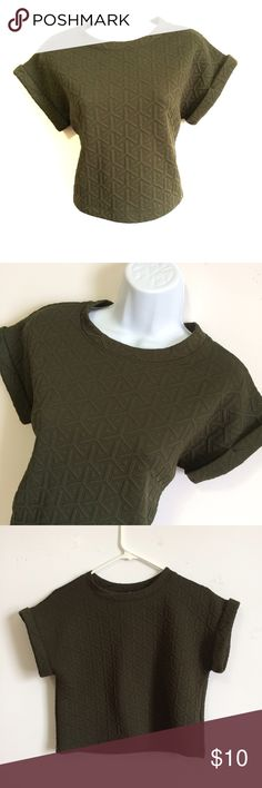 Forever 21 Crop Top Love this shirt super cute, stylish and trendy! Gently Used! PRICE IS NOT FIRM OFFERS ACCEPTED UPON REQUEST...😊 Measurements: Armpit to Armpit: Length: This listing is Gently Used! Like new with NO FLAWS! Material: Forever 21 Tops Crop Tops