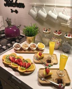 Breakfast Presentation, Food Presentation, Afghan Food Recipes, Cocina Shabby Chic, Food Crush, Weird Food, Food Decoration, Food Platters, Cafe Food