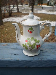 WHITE PORCELAIN MINI TEAPOT WITH STRAWBERRY AND GOLD TRIM MINT CONDITION