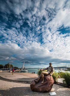 Bujtor István szobra Tihanyban Budapest Hungary, Statue Of Liberty, Places To See, Minden, Statues, Nature, Sunshine, Sculptures, Travel