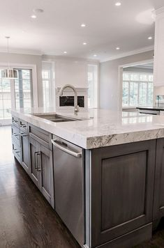 150 gorgeous farmhouse kitchen cabinets makeover ideas (93) #kitchenislands #kitchenarquitecture