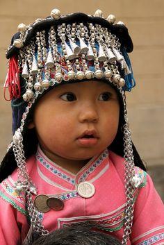 Hani China | Child in South Yunnan | ©Walter Callens