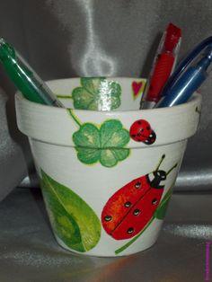 Collage serviette papier & accessoires - Coccinelles - Pot Diam10cm - Décoration -.  Blog : http://broderiemimie44.canalblog.com/