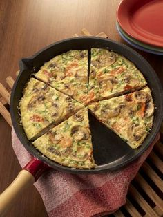 Mushrooms and smoked salmon pair nicely in this frittata that can be served, for breakfast, lunch or dinner. Salmon Recipes, Seafood Recipes, Vegetarian Recipes, Smoked Salmon Frittata, Food Terms, Mushroom Quiche, Frittata Recipes, Quiche Ideas, Paleo Cookbook