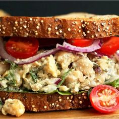 Vegan Chickpea No-Tuna Salad Sandwich | Forks Over Knives Clean Eating Recipes, Easy Healthy Recipes, Whole Food Recipes, Vegetarian Recipes, Wraps Vegan, Tuna Salad, Salad Sandwich, Cooking Courses, Comfort Food