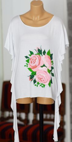 Handmade painted blouse with textile colors. Painted Clothes, Rose Design, Pink Roses, Fashion Art, Textiles, Sweatshirts, Blouse, Colors, Sweaters