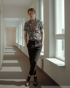 Trendy Summer Men Fashion Ideas For You In 2020 Part 2 ~ Magazzine Fashion Mature Mens Fashion, Male Fashion Trends, Fashion Poses, Men Fashion, Fashion Ideas, Retro Outfits, Classy Outfits, Lesbian Outfits, Foto Fashion