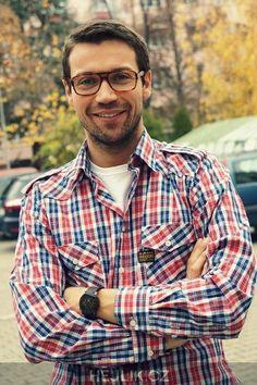 #shirt #sexy #hisstyle #smile #glasses #hair #perfect Button Down Shirt, Men Casual, Smile, Glasses, Sexy, Mens Tops, Hair, Shirts, Eyewear