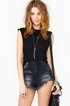 Muscle Beach Crop Tee - Black      Love the look. Great for a concert. And... I'm going to recreate these shorts :) ^.^