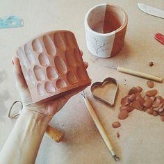 Diy Air Dry Clay, Diy Clay, Clay Crafts, Ceramic Clay, Ceramic Pottery, Pottery Art, Slab Pottery, Thrown Pottery, Ceramic Bowls