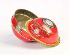 A Dutch round Cheese Tin from Laming & Sons Rotterdam for Export use, its in my collection with the remark i have several more round cheese tins from other Firms, in time i'll take pictures, but they are really very pretty and sparse to get..