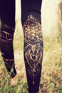 Using A bleach pen to make your own designs on your tights!