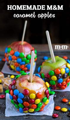 Fall is here! That means two things, autumnal desserts take center stage and candy becomes a staple in your household. So, why not combine the two by making this recipe for Homemade M&M Caramel Apples? Talk about the perfect go-to sweet treat for celebrating autumn! Not to mention, you can find everything you need to make your own homemade treat at Kroger.