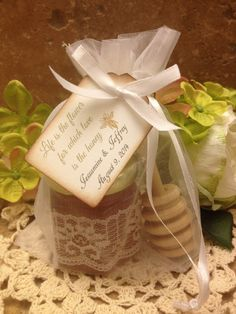 Souvenirs: miel y curacha para miel. 100 Qty honey wedding favors $400 Available at Etsy/holyhoney or www.holyhoney.com