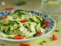 Makaron z cukinii z czosnkiem jest prosty i szybki do zrobienia. Nadaje się na obiad dla osób będących na poście dr Dąbrowskiej, ale smakować będzie każdemu Vegetable Recipes, Zucchini, Food And Drink, Catering, Vegetables, Cooking, Breakfast, Fitness, Blog