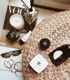 Login flatlay photography inspiration and ideas Fall Inspiration, Flat Lay Inspiration, Makeup Inspiration, Vanessa Moe, Photo Pour Instagram, Flat Lay Photography Instagram, Chanel Makeup, Beauty Makeup, Chanel Beauty