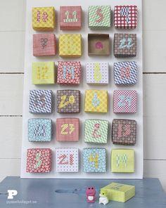 Kommer ni ihåg vår tomtekalender från förra året? Mallarna till den finns fortfarande att ladda ner här. I år gör vi en ny variant, baserad på lådor vikta i origami. Ni behöver 24 origamipapper eller papper klippta i 15×15 cm stora bitar. Våra papper är från nätbutikerna Canvas och Make&Create. Ni behöver också två papperspåsar,(...)