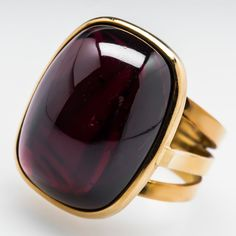 Jewelry Rings Italian Rajola Cabochon Garnet Cocktail Ring Gold This awesome Italian Rajola cocktail ring is bezel set with a 25 carat cabochon cut natural garnet. Garnet Jewelry, Statement Jewelry, Gemstone Jewelry, Gold Jewelry, Jewelry Rings, Jewelery, Vintage Jewelry, Jewelry Accessories, Fine Jewelry