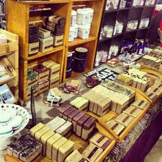 craft booth with soaps! Craft Fair Displays, Store Displays, Retail Displays, Display Ideas, Fashion Store Display, Herb Shop, Craft Stalls, Soap Display, Craft Show Ideas