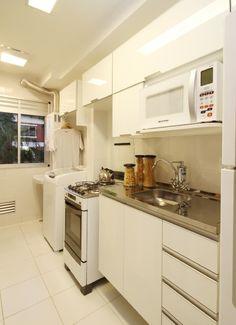 cozinha pequena24 Dining Area, Kitchen Dining, Kitchen Decor, Kitchen Cabinets, Interior Exterior, Kitchen Styling, Decoration, Home Kitchens, Kitchen Remodel
