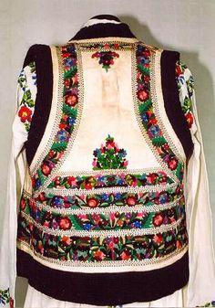 Costume and Embroidery of Neamț County, Moldavia, Romania Folk Fashion, Ethnic Fashion, Vintage Fashion, Womens Fashion, Traditional Fashion, Traditional Dresses, Folklore, Folk Costume, Costumes