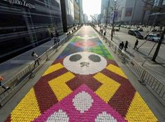 Food (Street) Art : Une gigantesque oeuvre de street-art en bonbons de 185 mètres de long en Chine