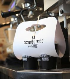 La Distributrice is the smallest takeout coffee service in Montréal. The two Canadian graphic designers Gabriel Lefebvre and Rachel Lecompte worked together to create a simple black/white identity and packaging design based on a clean typeface and graphics