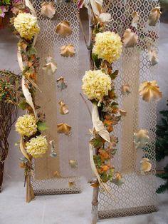 Decorazione autunno da copiare fai da te. Idea ideale per sfondi vetrine abbigliamento.
